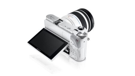 Samsung goes 3D with the new NX300