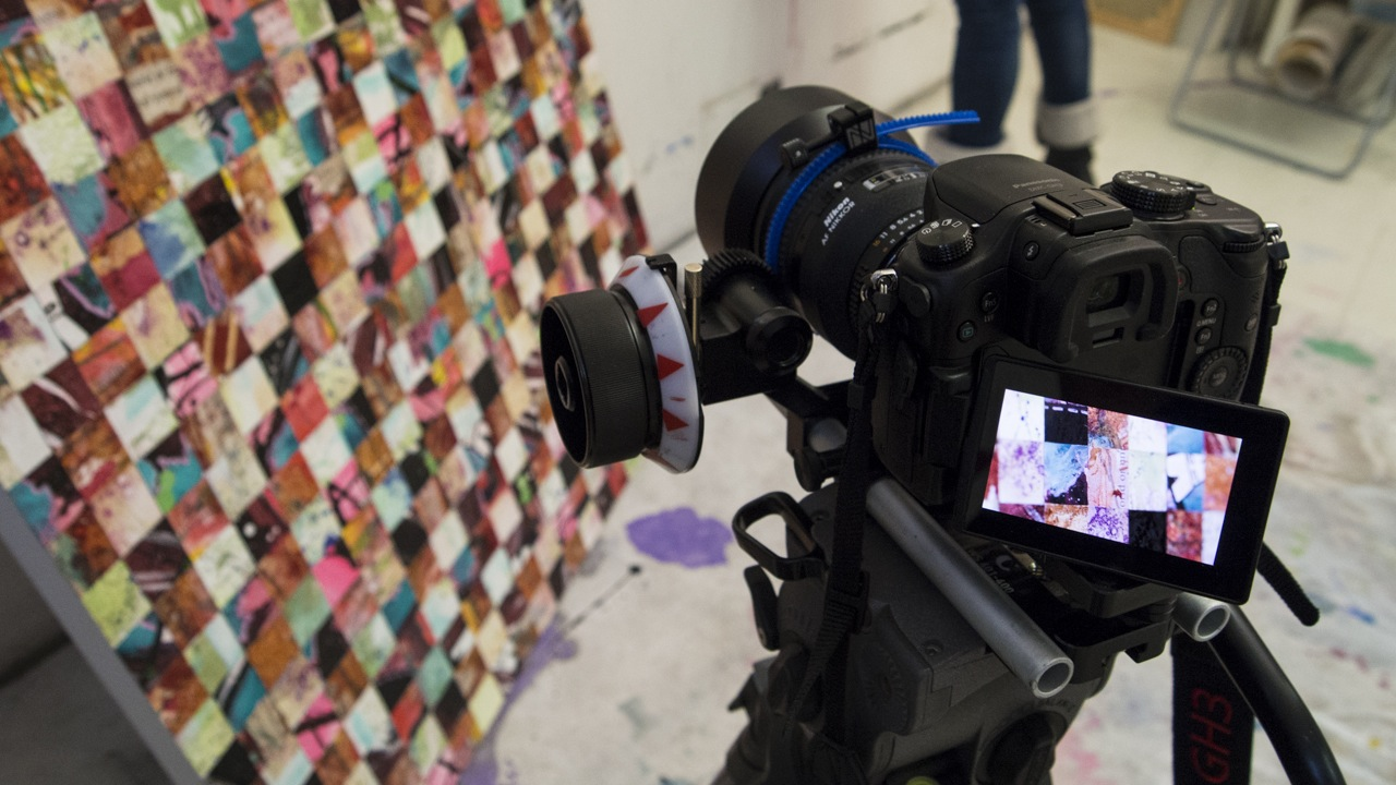mirrorless camera flip screen