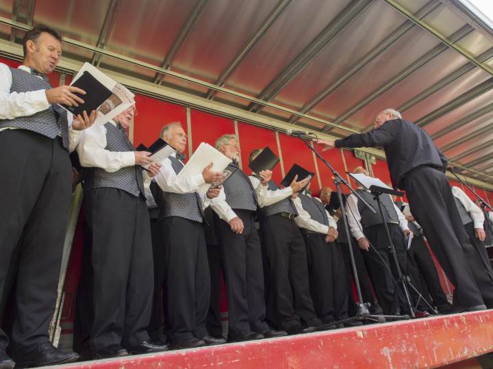 Performing in Abergynolwyn. E-P5, 1/80, f/ 56/10, ISO 200