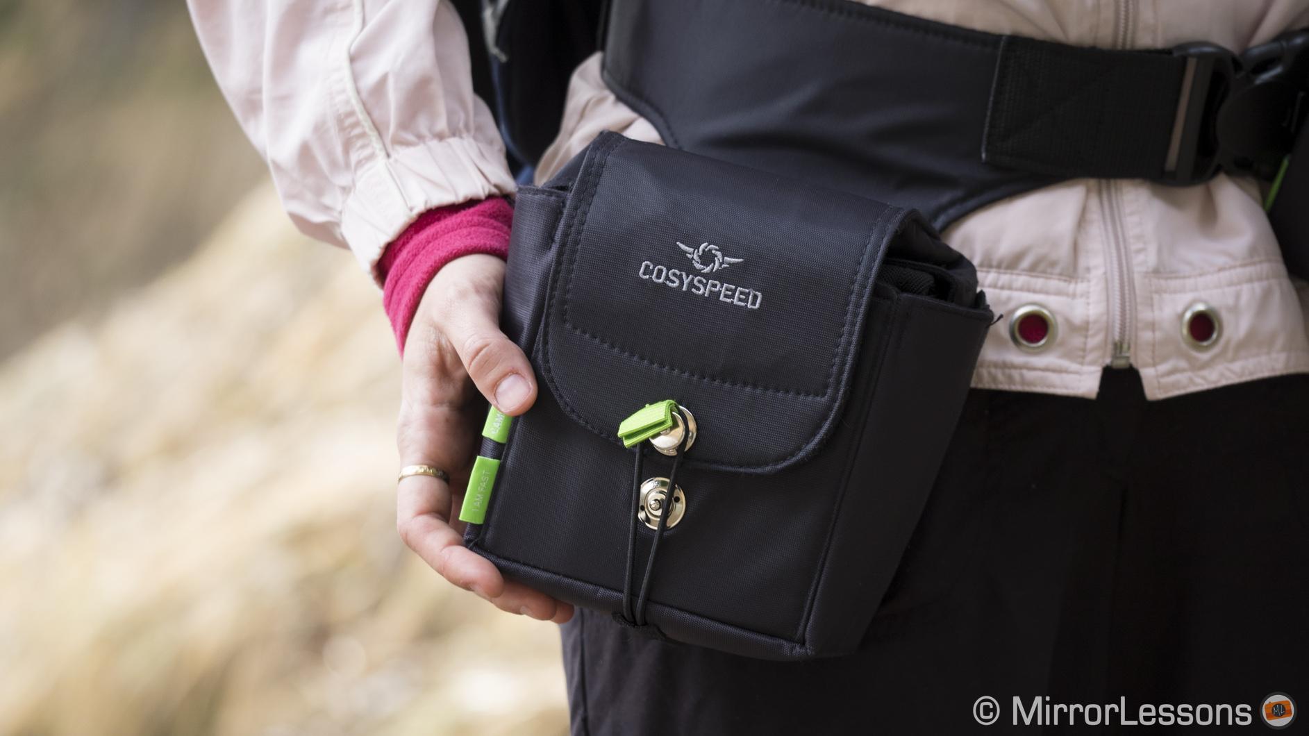 Mirrorless cameras belong to Cosyspeed camera bags