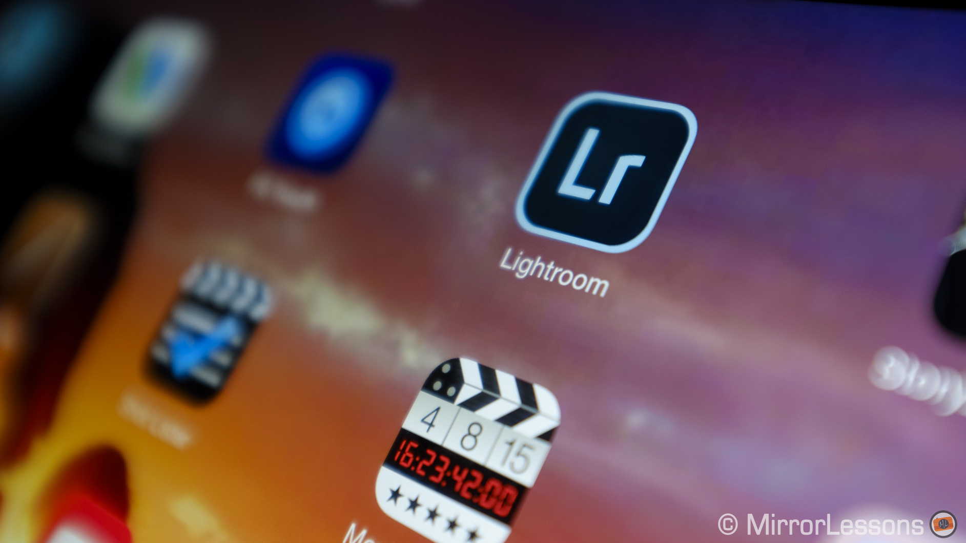 "A first look at the Adobe Lightroom mobile app: a ""fake"" RAW"