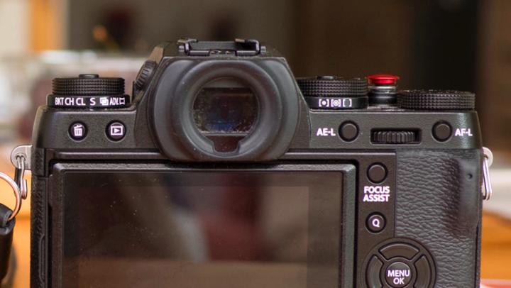 best mirrorless camera with viewfinder