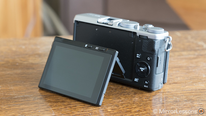 fuji x70 tilting screen