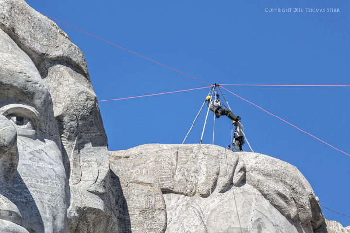 Nikon 1 V2 + 1 Nikon CX 70-300 f/4.5-5.6, f/5.6, 1/800, ISO-160, 300mm, efov 810mm, Mount Rushmore South Dakota, maintenance crew on top of monument.