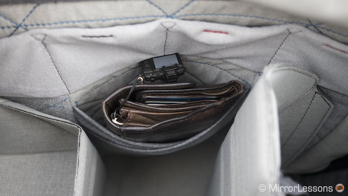 Four small pockets and a larger one that can house your wallet